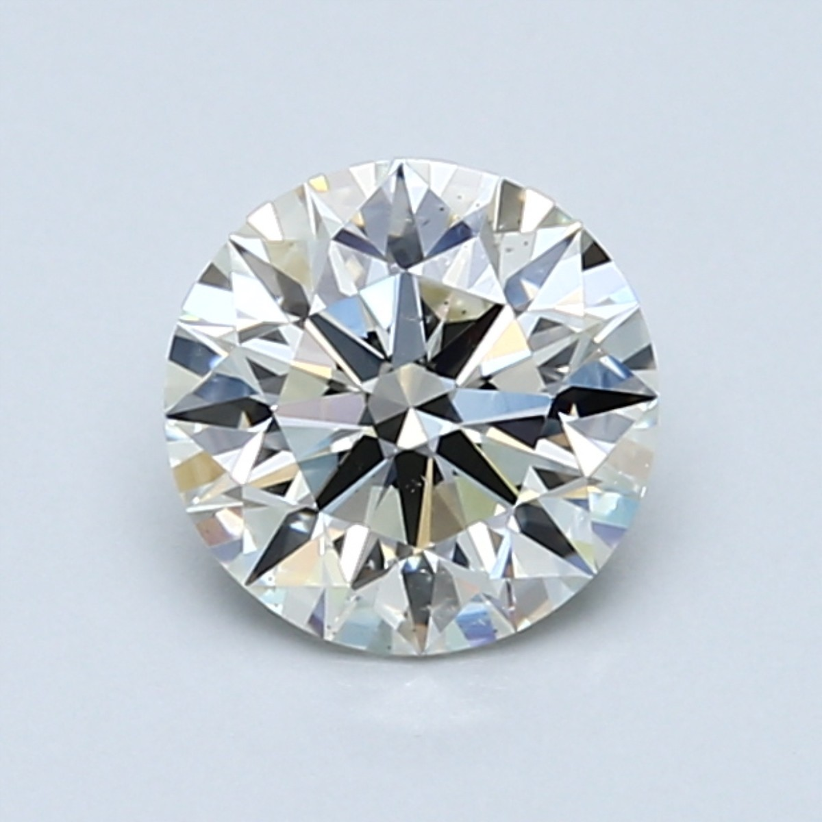 How to Determine the Clarity and Color of Diamonds