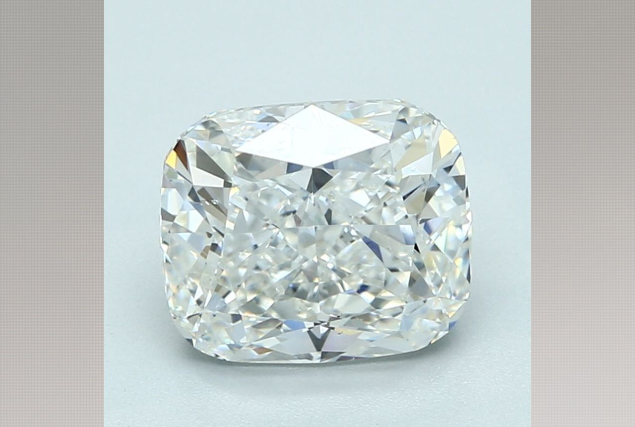 Cushion 3.04 Carat G Color VS2 Clarity For Sale